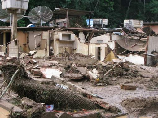 Deslizamento de encosta em Itaipava